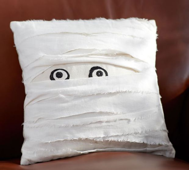 mummy-decorative-pillow-o